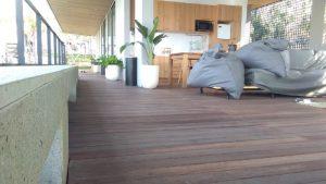 decking kayu taman