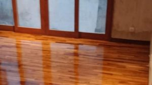memasang lantai kayu rumah