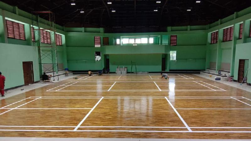 lantai kayu lapangan badminton