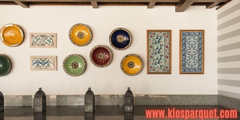 IDe Dekorasi Dinding Rymah - menggunakan piring antik