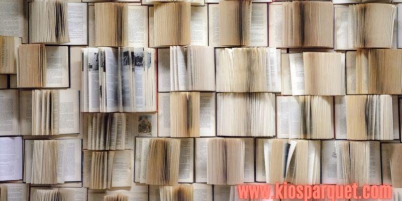 IDe Dekorasi Dinding Rumah - menggunakan buku lama