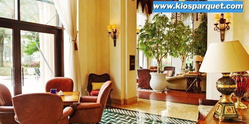 Tips & Trik Menciptakan Interior Rumah Bernuansa Timur Tengah - menghadirkan furniture mewah